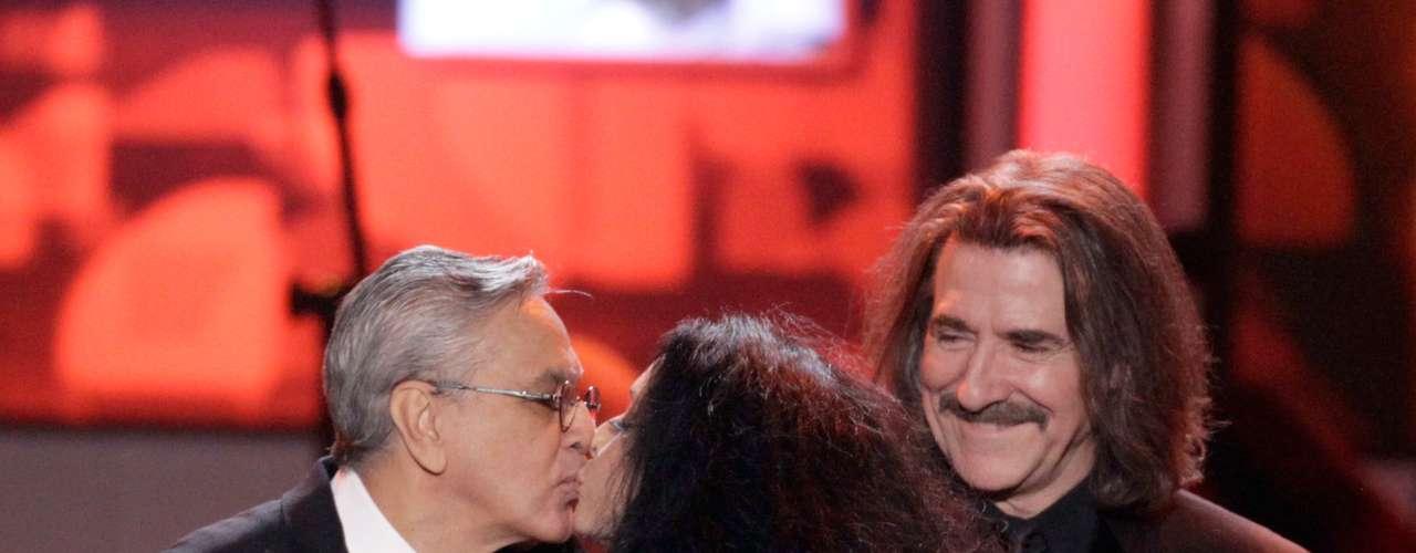 Tras recibir un gramófono dorado de la actriz brasileña Sonia Braga, Caetano agradeció a cada uno de los artistas que actuaron en la gala que duro casi 3 horas.
