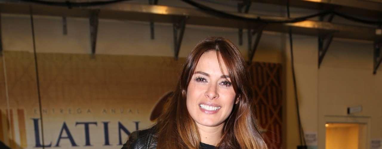 Así de alegre, fue capturada Galilea Montijo a su salida del ensayo de los Latin Grammy 2012.