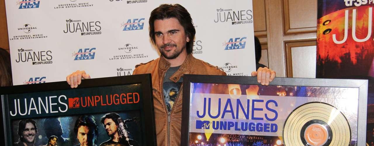 Juanes está que no cabe de la emoción, pues además de ser una de las grandes figuras en la entrega del Latin Grammy 2012, durante una ceremonia en Las Vegas fue galardonado con un disco de oro por las ventas en Estados Unidos y Puerto Rico de su más reciente álbum \