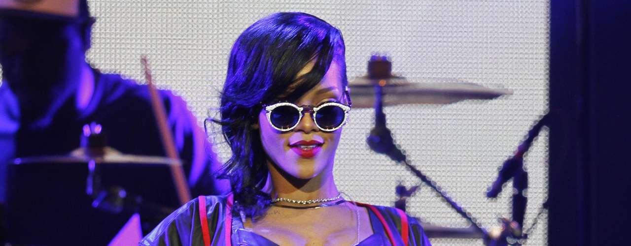 Los sensuales movimientos de Rihanna no permitieron que ni una alma pudiera quedarse quieta.