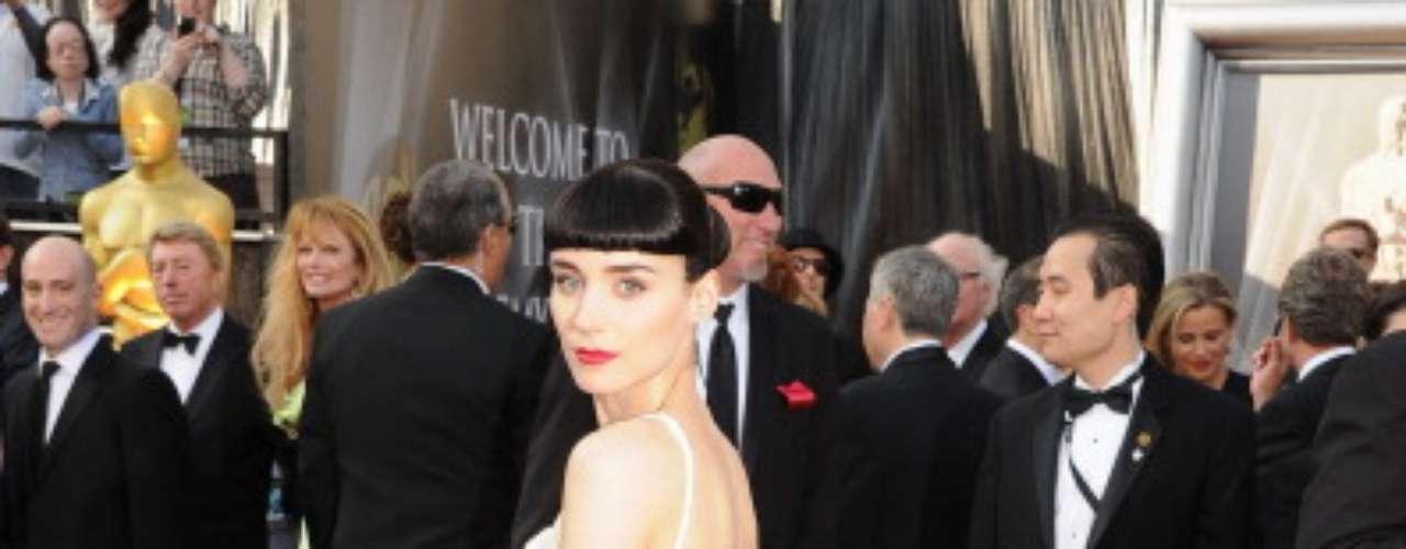 El segundo lugar es para Rooney Mara, quien asistió a la 84 edición de los premios Óscar con este vestido de Givenchy.
