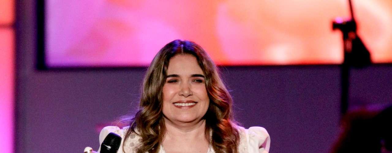 La peruana Tania Libertad continuo la celebración con su interpretación de \