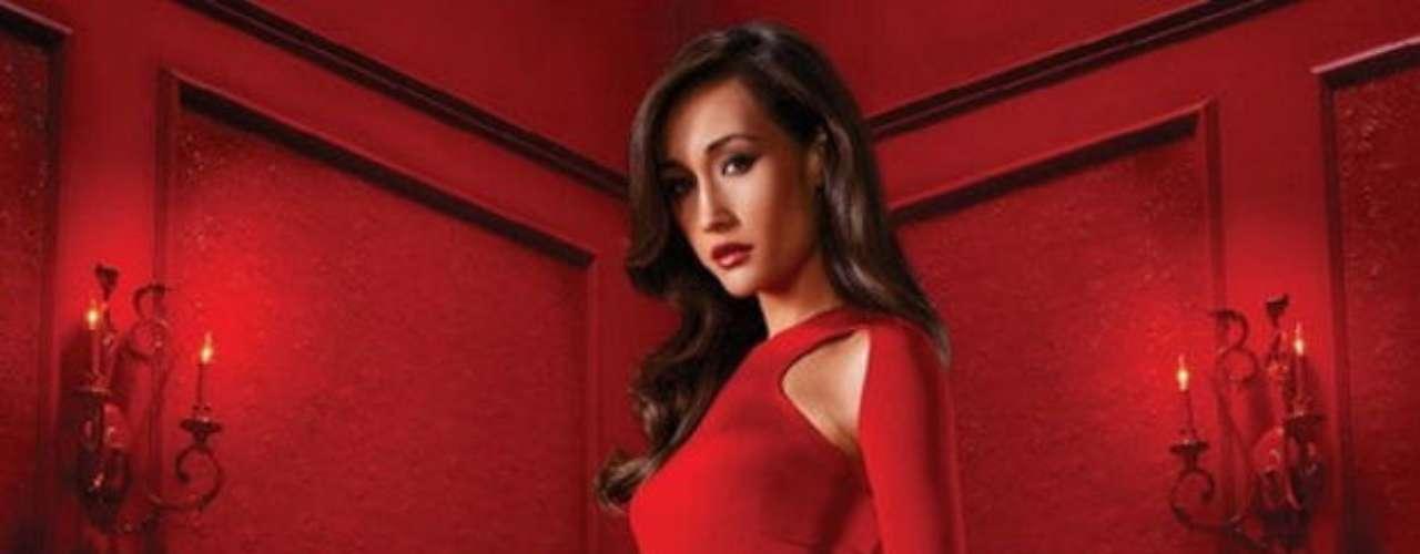 La Femme Nikita. Serie de espionaje y acción canadiense que cuenta la historia de una mujer que, tras ser condenada a muerte injustamente, es salvada y vuelta una espía internacional. La cadena CW realizó un remake en 2009 que, actualmente, cuenta con dos temporadas y se espera la tercera.