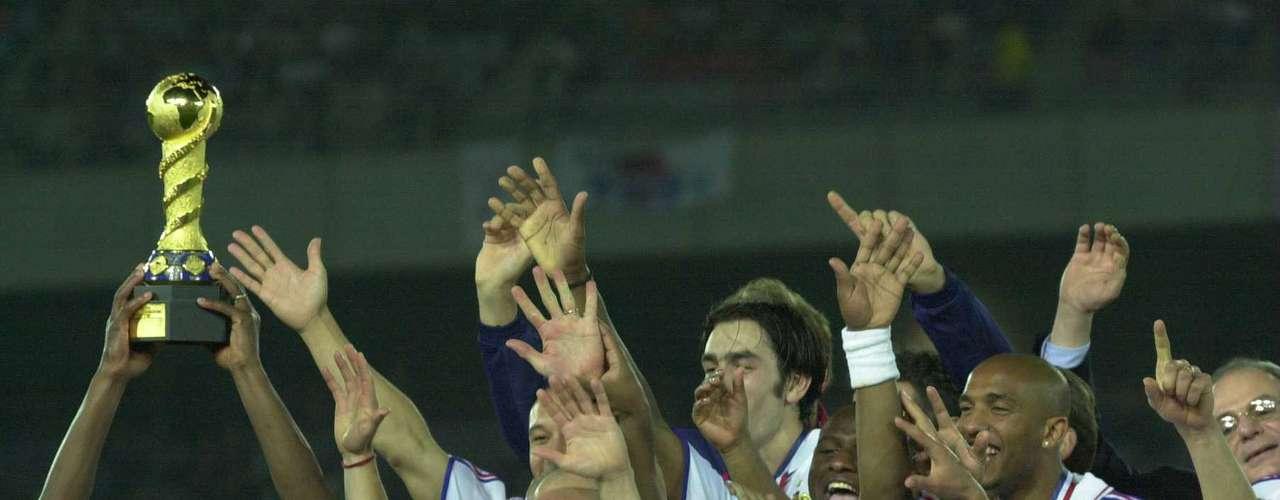 Francia pasaba por un gran momento futbolística y llegó a la quinta edición del torneo como monarca de la Eurocopa 2000 y del Mundial Francia 98.