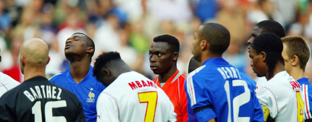 En el 2003, la final de la Confederaciones estuvo empañada por la muerte del camerunés Marc Vivien Foe que cayó desplomado por un infarto en la semifinal ante Colombia.