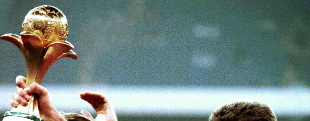 En 1995, al torneo se asistía por invitación y se llamaba Copa Rey Fahd y Dinamarca lo ganó al derrotar 2-0 a Argentina en la final en Arabia Saudita.