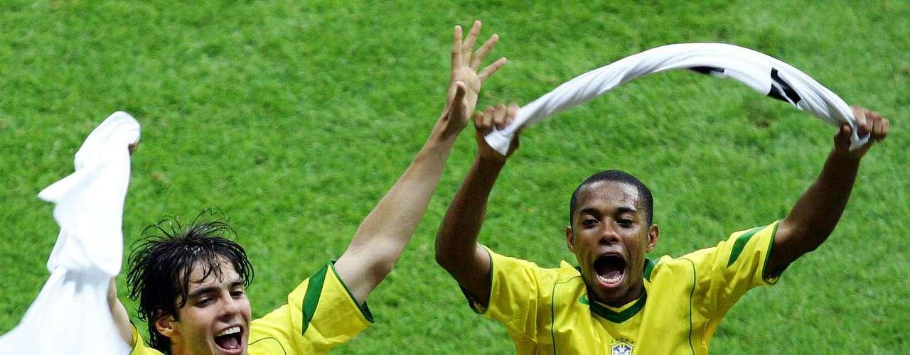 Dos goles de Adriano, uno de Kaká y uno más de Ronaldinho, fueron suficientes para la victoria de Brasil. Por argentina, fue Pablo Aimar el anotador del gol solitario.