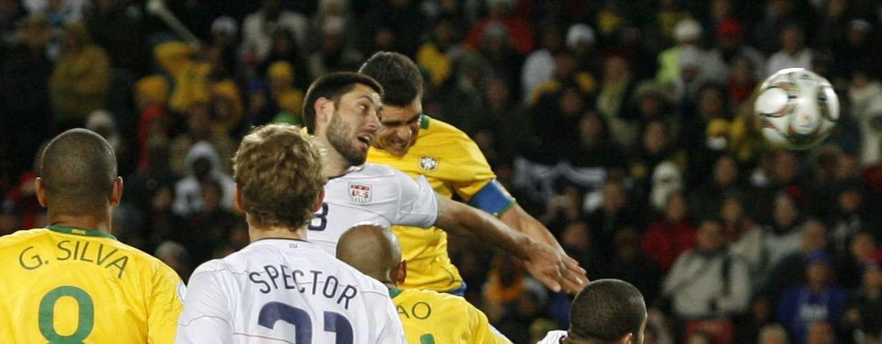 Fue un gol de Lucio en el minuto 84 que le dio el trofeo a Brasil. En el minuto 30 del partido, EE.UU. ya ganaba 2-0 con dos goles del polémico Landon Donovan.
