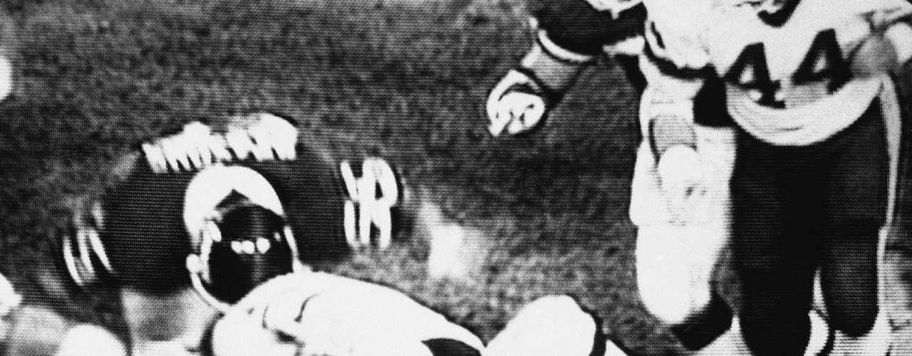 La lesión de Joe Theismann en una de sus piernas terminó su carrera. Fue una de las más impactantes imágenes de la NFL. Cambió la forma en disputar el juego, con más énfasis en proteger el lado ciego del mariscal de campo.