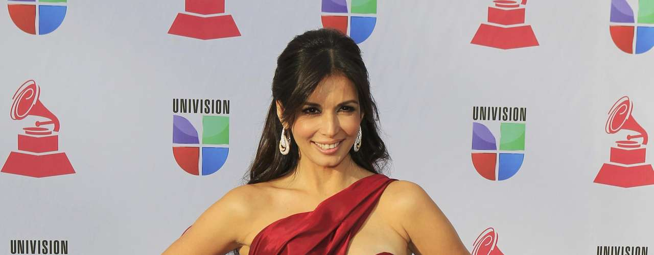 Actress Giselle Blondet of Puerto Rico arrives to the 13th Latin Grammy Awards in Las Vegas, Nevada November 15, 2012.    REUTERS/Steve Marcus (UNITED STATES  - Tags: ENTERTAINMENT)
