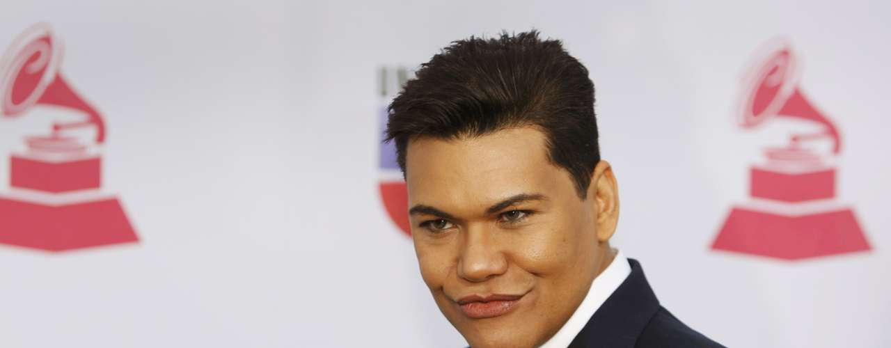 Singer Victor Florencio arrives to the 13th Latin Grammy Awards in Las Vegas, Nevada November 15, 2012.   REUTERS/Steve Marcus (UNITED STATES  - Tags: ENTERTAINMENT)