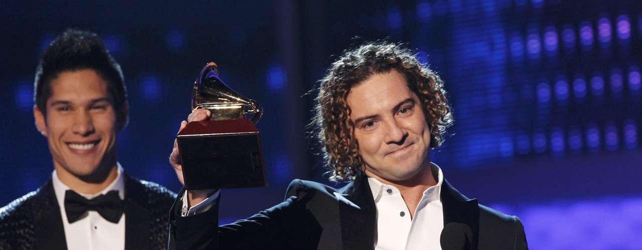 David Bisbal recibe el premio Mejor Álbum Pop Tradicional por el disco \