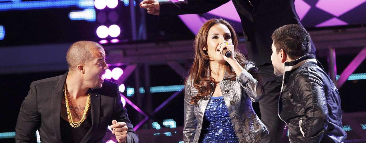 Sky Blu de LMFAO cantó con 3Ball MTY, durante el Latin Grammy 2012 en Las Vegas.
