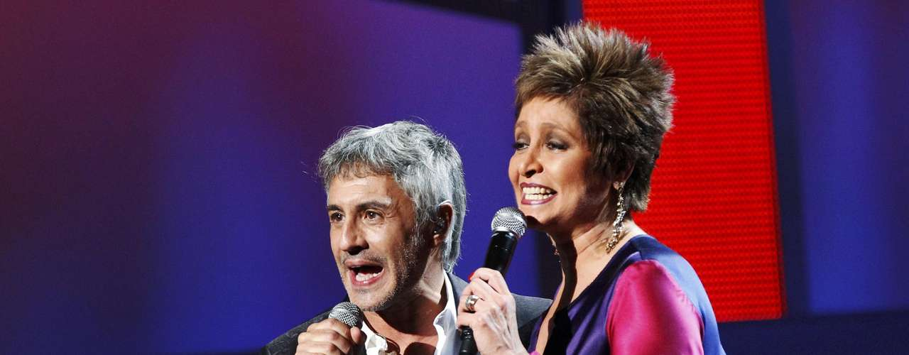 BEST: Sergio Dalma and Daniela Romo perform \