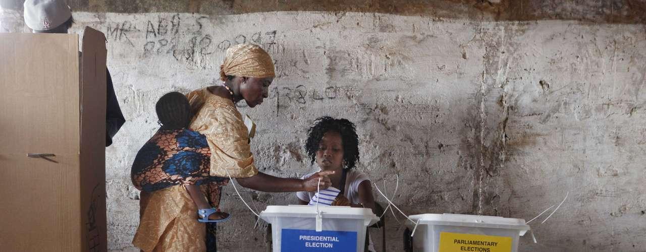 La presidenta de la Comisión Electoral Nacional (CEN), Christiana Thorpe, destacó que, a pesar de los retrasos en la apertura del cinco por ciento de los colegios, los problemas logísticos se solucionaron y las urnas estuvieron completamente operativas.