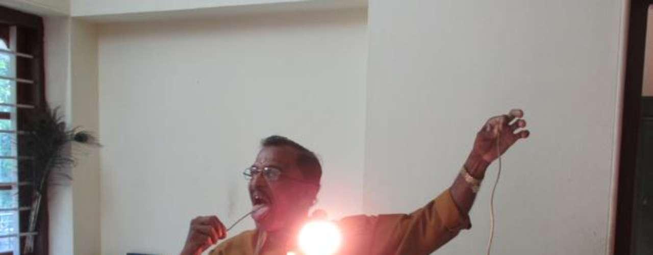 Raj Mohan Nair es capaz de soportar una corriente eléctrica a través de su cuerpo, por lo que también será objeto de estudio.