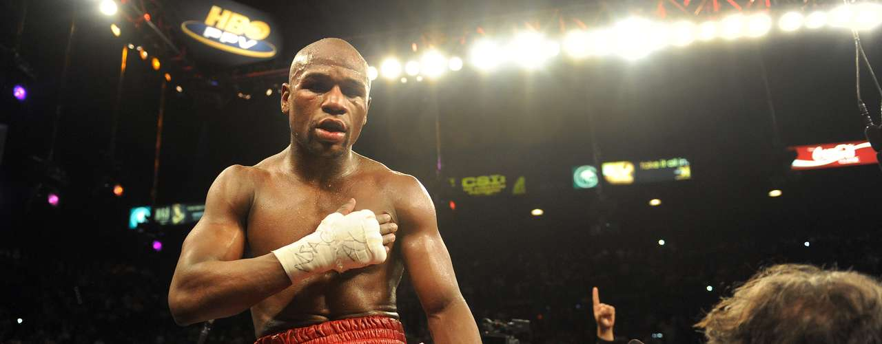 No hay duda de que el mejor boxeador invicto en el mundo es Floyd Mayweather Jr. Su récord de 'Money' es de 43-0.