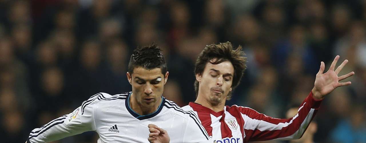 Real Madrid's Cristiano Ronaldo (L) fights for the ball with Athletic Bilbao's Ander Iturraspe.