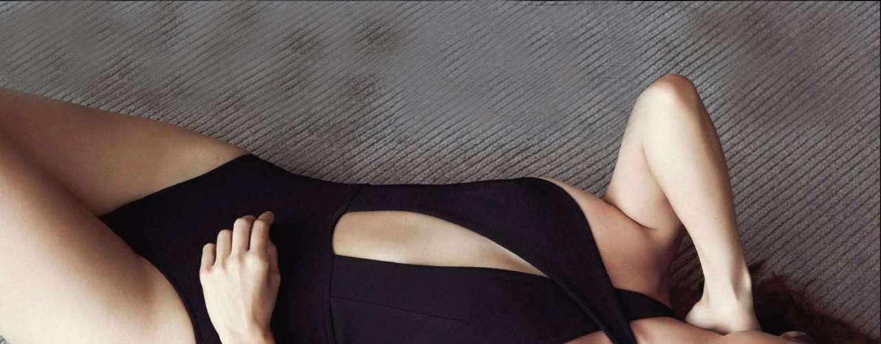 Después de que la crítica aplaudiera su actuación en la última entrega de James Bond, 'Skyfall', Berenice Marlohe ha aumentado en posar sexi en las portadas de revista.