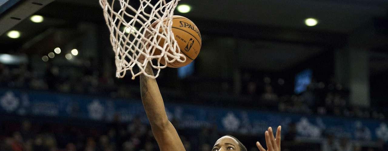 Los Raptors concluyeron el cuarto periodo con parcial de 30-17 y ganaron por segunda vez en los cinco partidos que han disputado en su campo.