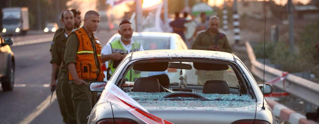 Hoy, el presidente palestino, Mahmud Abás, envió a la franja al destacado funcionario de la Organización para la Liberación de Palestina, Nabil Shaath, para que participe en los esfuerzos de mediación.