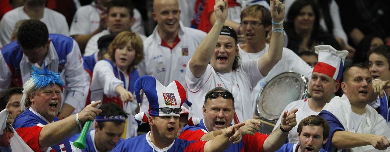 Czech fans cheer for Radek Stepanek at the Davis Cup tennis tournament final match against Spain's Nicolas Almagro in Prague November 18, 2012.