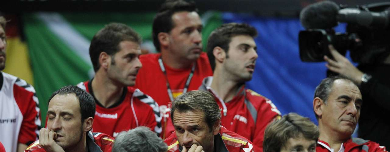 Spain's Davis Cup team members watch the Davis Cup tennis tournament final match between Spain's Nicolas Almagro and Czech Radek Stepanek in Prague November 18, 2012.