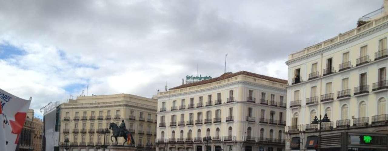 El portavoz del sindicato de Enfermería (SATSE Madrid), José Manuel Freire, ha destacado la elevada participación de la marcha y ha señalado que ello escenifica el malestar de los empleados y la sanidad madrileña.