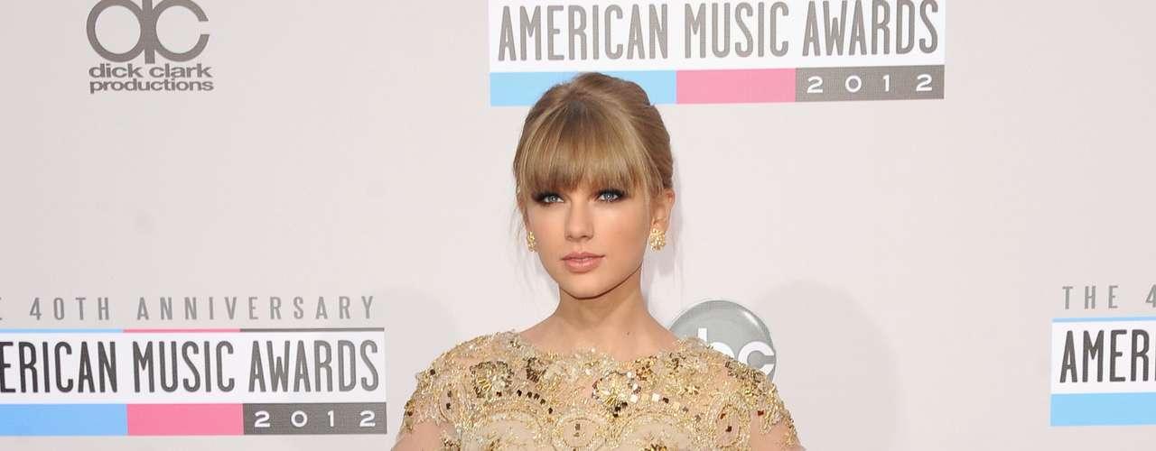 MEJOR: Taylor Swift le hizo competencia a Heidi Klum por el vestido mas cortito. La cantante de \