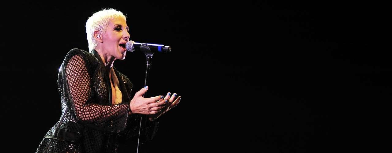 Ana Torroja durante su gira por México, expresó que le habría gustado cantar y estar en el escenario con Vicente Fernández. \
