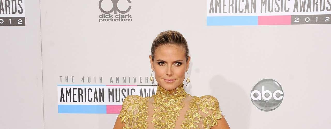 Este 2012 Heidi Klum se ha obsesionado un poco con el dorado y lo ha llevado en varios de sus outfits. Incluso su disfraz de Halloween también era en esta tonalidad y evocaba a reina Cleopatra.