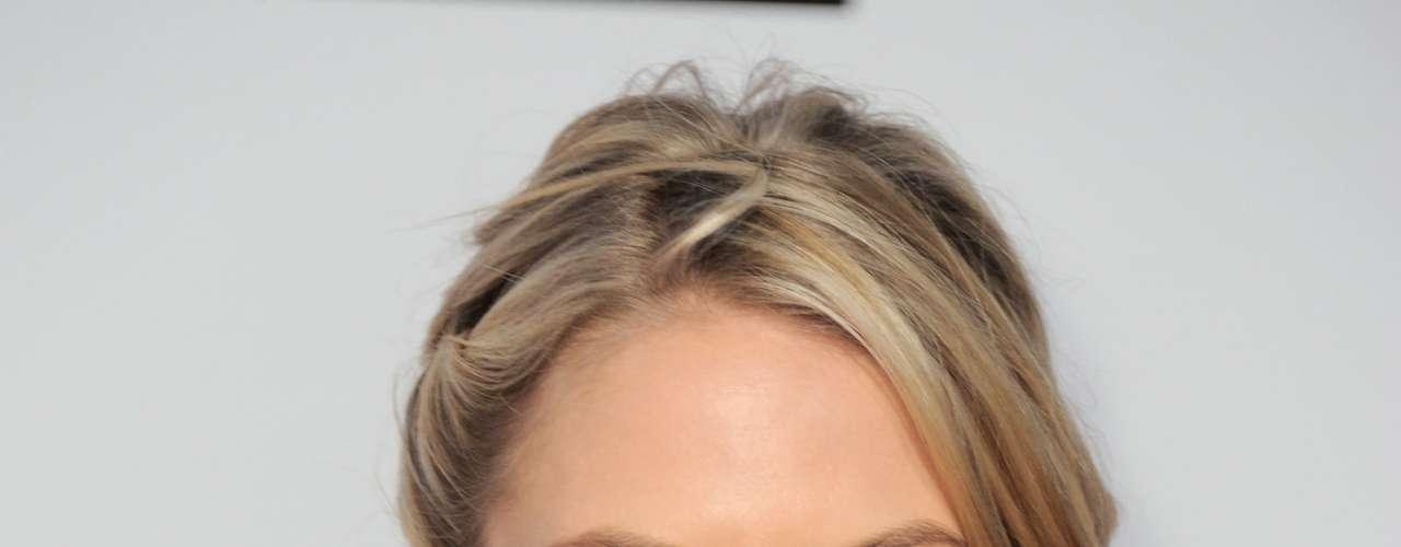 La actriz Jennifer Morrison cautivó a los chicos en los American Music Awards, realizados en el Nokia Theatre de Los Ángeles, el 18 de novimbre.