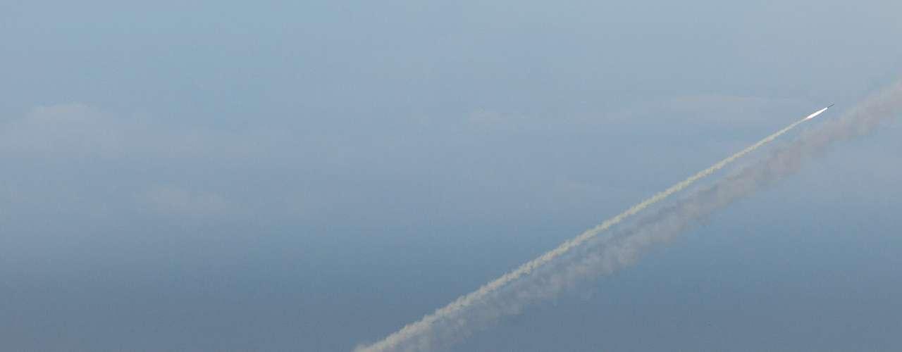 Hamas ha lanzado decenas de misiles dirigidos a Tel Aviv, en territorio de Israel. Los misiles interceptores cuestan 40,000 dólares. En 2010, Estados Unidos proveyó 200 millones de dólares para expandir el programa antimisil israelí y ya tiene destinado unos 70 millones más para los próximos meses.