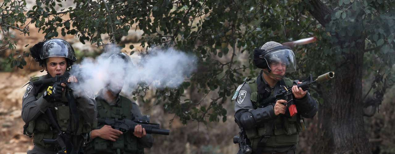 Desde que comenzó la ofensiva militar israelí con el asesinato el miércoles en Gaza de Ahmad Jaabari, jefe de operaciones militares del Hamas, han muerto 77 palestinos y 3 israelíes.