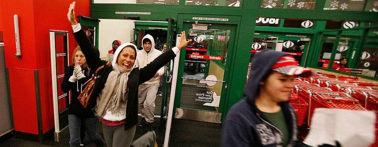 Black Friday ha sido noticia varias veces por los incidentes entre los compradores. Se han registrado casos de violencia, peleas entre consumidores y arrestos.