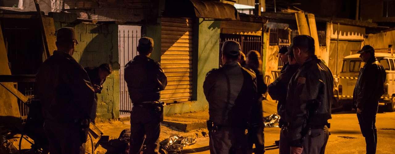 Desde inicios de octubre, una ola de violencia sacude el principal núcleo urbano de Brasil y se ha cobrado la vida de unas 250 personas, a falta de conocer el balance de la Secretaría de Seguridad Pública, que se difundirá a finales de mes.