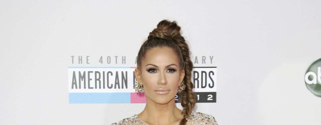Pop singer Kimberly Cole arrives at the 40th American Music Awards in Los Angeles, California, November 18, 2012.