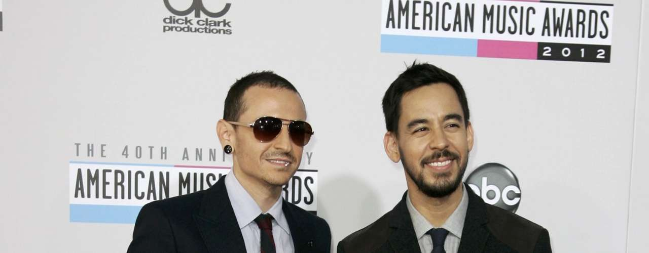 Chester Bennington (L) and Mike Shinoda of Linkin Park arrive at the 40th American Music Awards in Los Angeles, California, November 18, 2012.