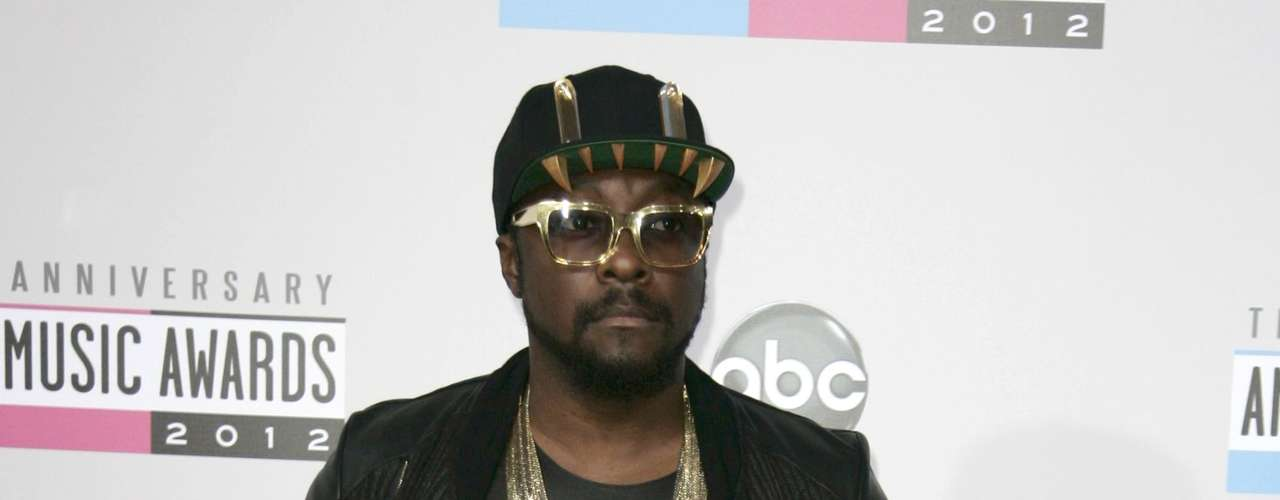 Will.i.am de Black Eyed Peas, pasea en la alfombra roja de los American Music Awards, celebrados el 18 de noviembre en Los Angeles, California.