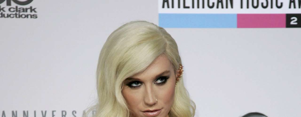 Hip hop artist Ke$ha arrives st the 40th American Music Awards in Los Angeles, California November 18, 2012.