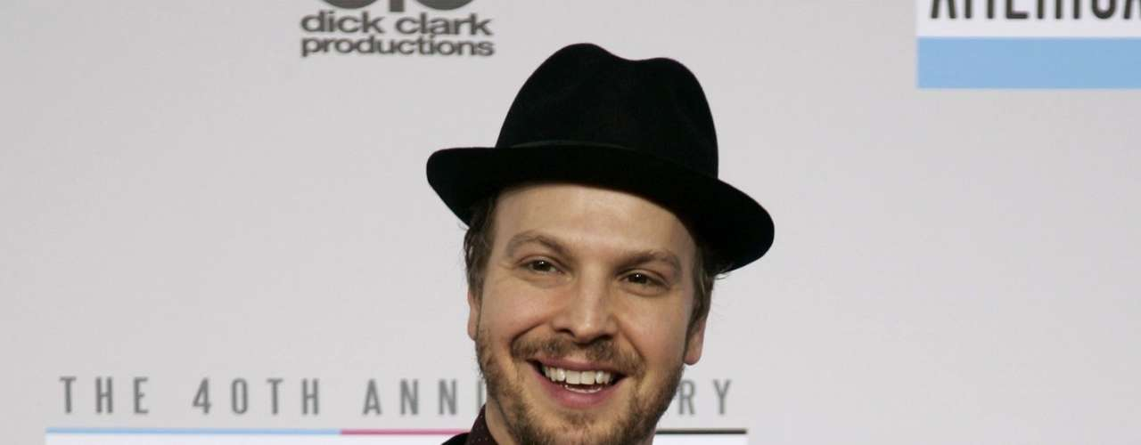 Singer Gavin Degraw arrives at the 40th American Music Awards in Los Angeles, California, November 18, 2012.