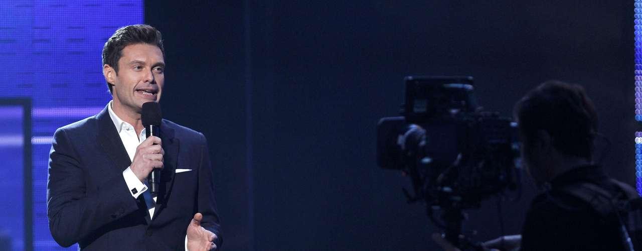 Ryan Seacrest habló al inicio de los American Music Awards realizados en Los Ángeles, California, el 18 de noviembre.