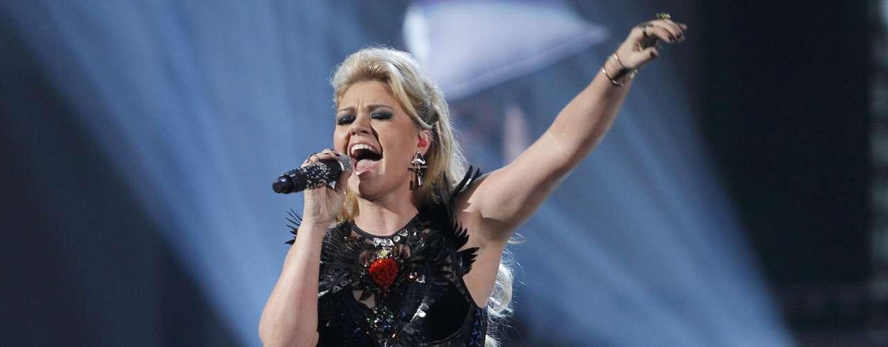 Kelly Clarkson cantó varios de sus éxitos en los American Music Awards, realizados en Los Ángeles, California, el 18 de noviembre.