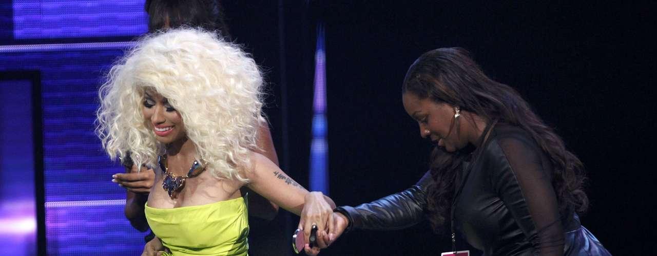 Nicki Minaj subió con su mamá Carol a la tarima de los American Music Awards.