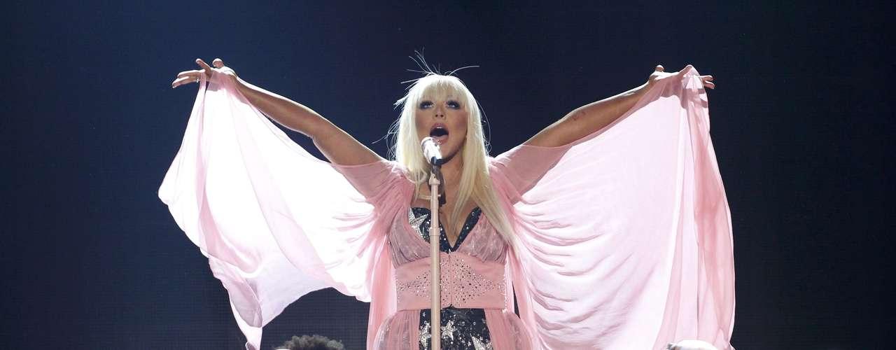 Christina Aguilera brilló en los American Music Awards, realizados en Los Ángeles, California, el 18 de noviembre.
