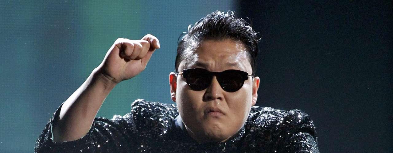 Psy intepretó su éxito \