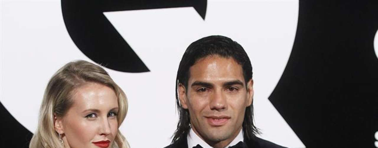 Radamel Falcao arrived accompanied by his beautiful wife Lorelei Tarón.