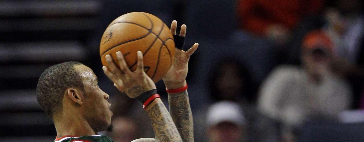 Los Bucks de Milwaukee llegaron con un sorprendente récord de 6-2 y los Bobcats no salen de la mediocridad con su 4-4.