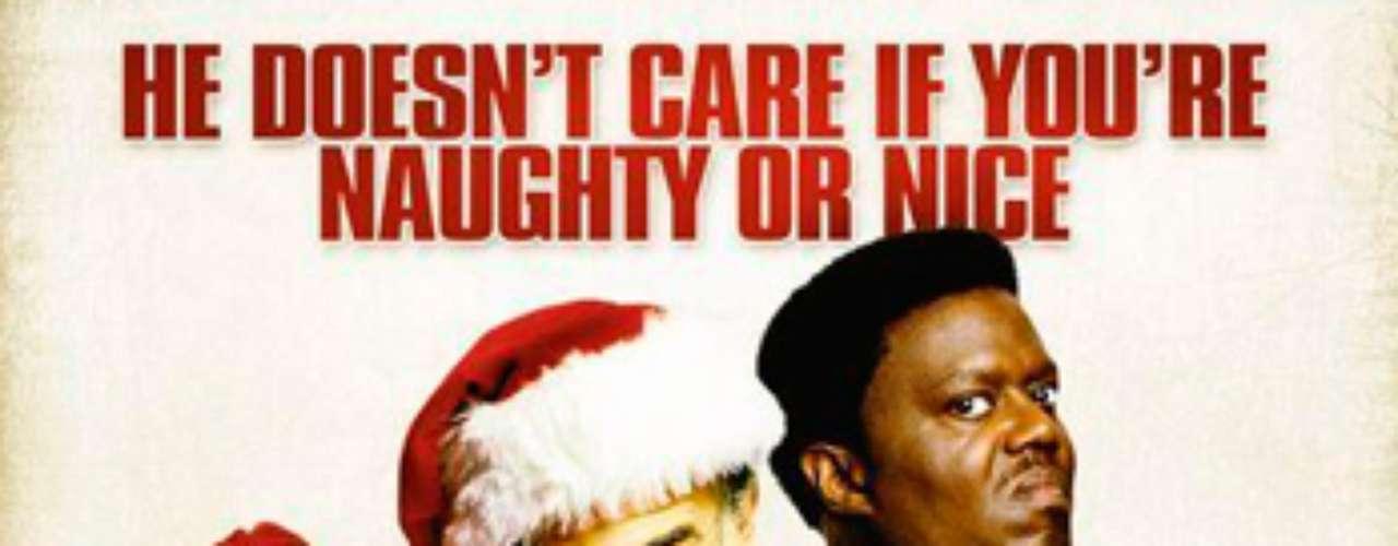 CUENTOS: Bad Santa, 2003. Willie (Billy Bob Thornton) y Marcus (Tony Cox) son dos delincuentes que, aprovechando las Fiestas Navideñas, se les ocurre la genial idea de disfrazarse, uno de Santa Claus y el otro de uno de sus ayudantes, para poder entrar sin crear sospechas y así lograr un gran robo.