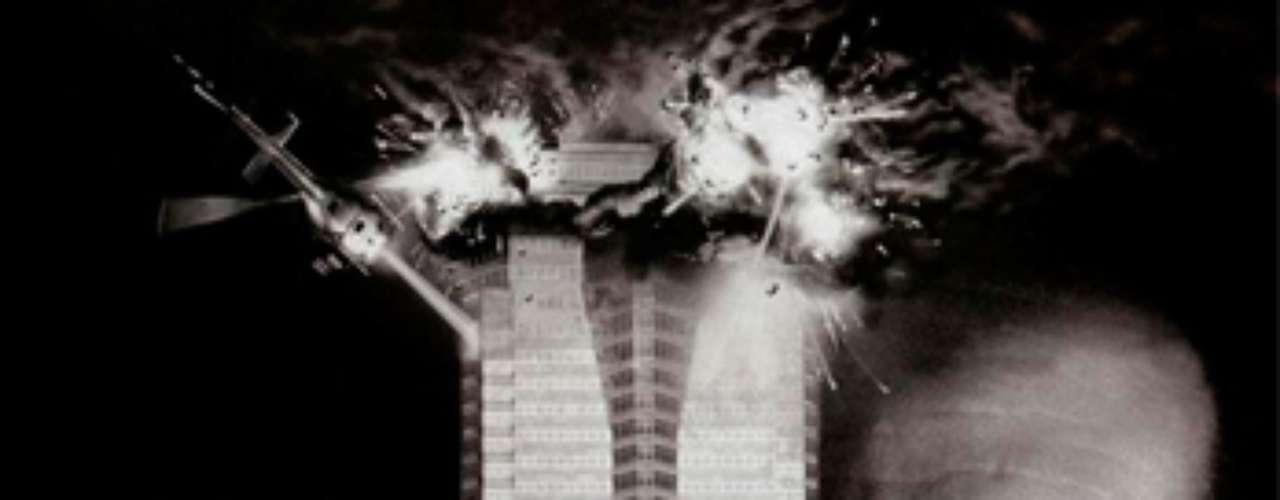 ACCIÓN: Die Hard - Duro de Matar, 1988. Mientras se prepara para una fiesta de navidad, el policia John McClane (Bruce Willis) debe enfrentarse a un grupo de terroristas que pretenden volar el edificio.